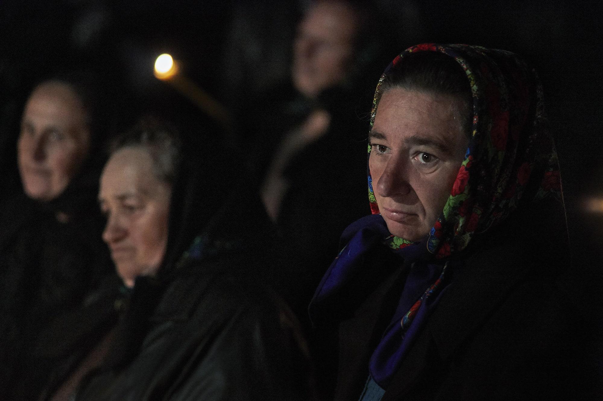 Donna del Maramures alla messa Pasquale 2016-min